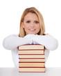 Studentin mit Stapel Bücher