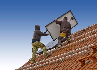 Solarzellenmontage auf einem Hausdach