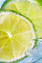 Limetten und Eis