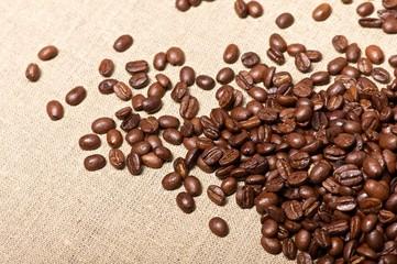 Kaffeebohnen auf Jute