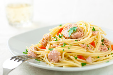 Spaghetti with Tuna, Parsley and Tomato