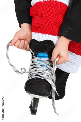Tying skates