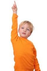 Kleiner Junge mit ausgestrecktem Arm