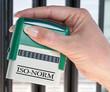 ISO Norm - Stempel mit Hand im Büro
