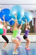 Fitness - Frauen beim Training im Fitnessstudio