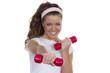 Junge Frau mit roten Hanteln