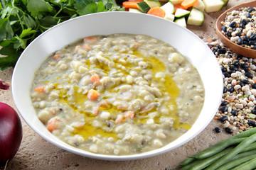 minestrone rustico con legumi