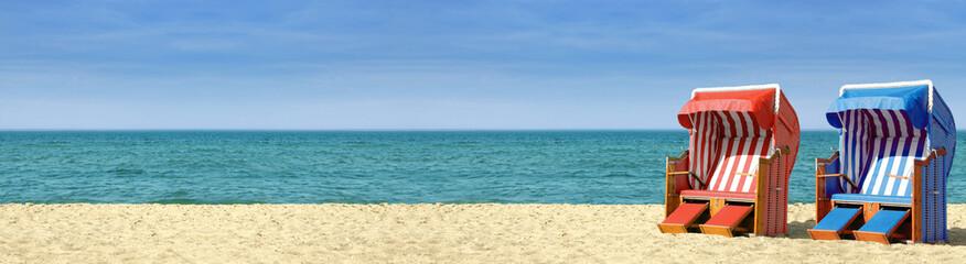Strandpanorama mit zwei Strandkörben B800