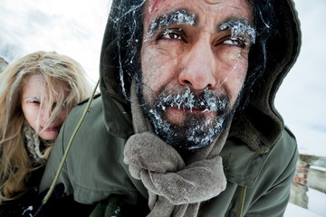 Freezing struggling couple survivers