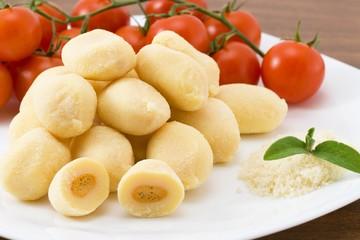 Gnocchi ripieni di mozzarella e sugo