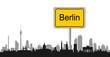 Berliner Skyline mit Ortsschild