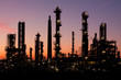 Raffinerie in Schleswig-Holstein bei Sonnenuntergang