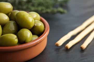 Oliven & Crisini