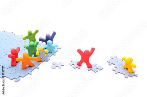 Teamwork puzzle - Rettung des kleinen gelben Freundes - 39339751