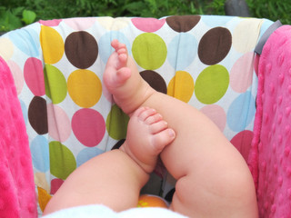 an image of little baby feet in carseat