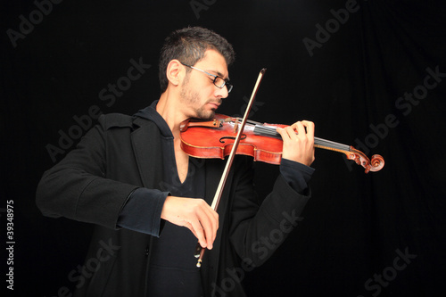 the violinist: Musician playing violin