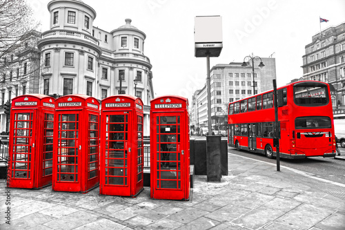 Fototapety, obrazy : Red telephone boxes and double-decker bus, london, UK.