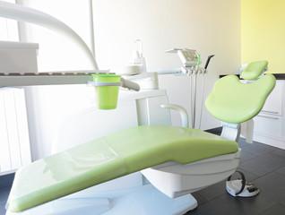 Zahnarztstuhl Behandlung moderne Praxis