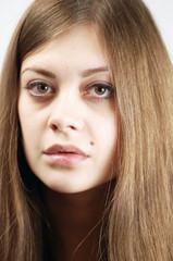 Portrait junge Frau mit langen Haaren