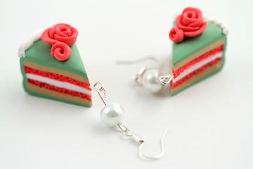 orecchini a forma di fette di torta in fimo