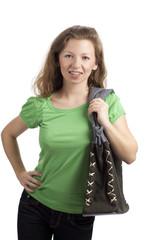 Stehende junge Frau mit trachtiger Tasche
