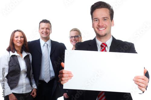 freundliches team mit whiteboard