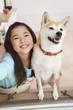 柴犬と笑顔の女の子