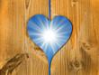 Coeur balcon en bois, ciel et soleil
