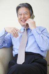 電話するビジネスマン