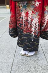 振袖姿の女性の足元