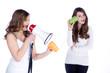 Verständigungsprobleme, Mädchen schreit mit Megafon
