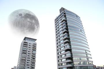 Mond über der Stadt