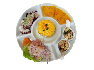 Essen von Peru mit Fisch, Krake und Kartoffel