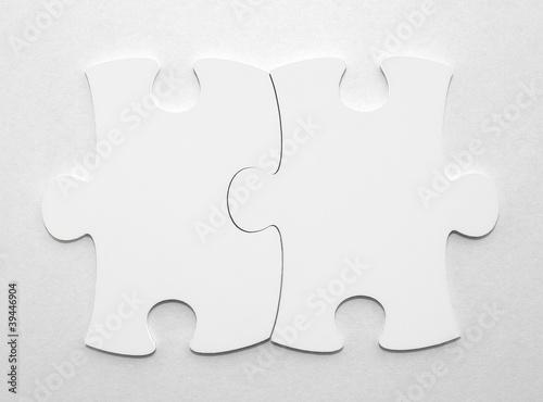Zwei Puzzleteile mit Textfreiraum