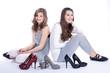 Teene Models mit Schuhe lachen