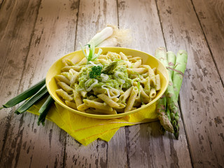pasta with asparagus cream and leek