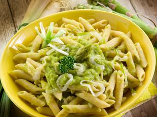 pasta with asparagus cream and leek