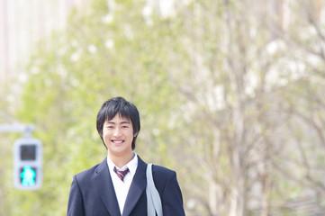 笑顔の男子高校生