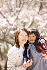 記念撮影をする母と娘