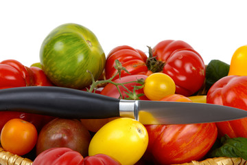 Zahlreiche Biotometen im Korb mit Messer