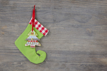 Grüner Nikolausstiefel mit Tannenbaum für Weihnachten