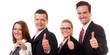 motivierte businessleute zeigen daumen hoch