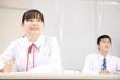 授業中の中学生男女