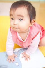 保育活動中の乳児