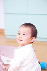 笑顔の乳児