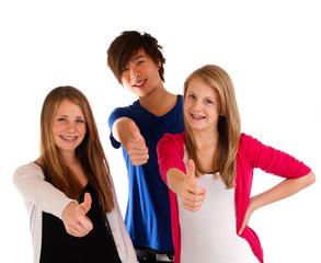 Nov 11 drei Teenager daumen hoch