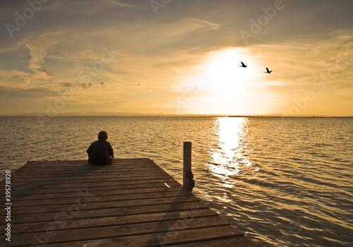 Foto op Canvas Pier niño en soledad