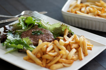 steack haché frites  salade 3