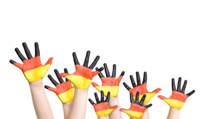 jubelnde Kinderhände - schwarz, rot, gold