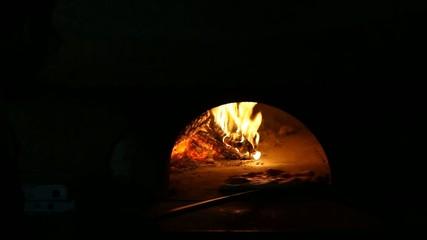 Cottura Pizza con forno a legna